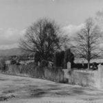 Der Alte Friedhof mit neuem Eingang, heute steht im Hintergrund das MTZ